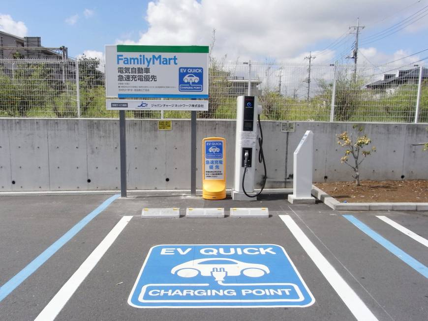В Японии количество электрозаправок превысило число обычных АЗС