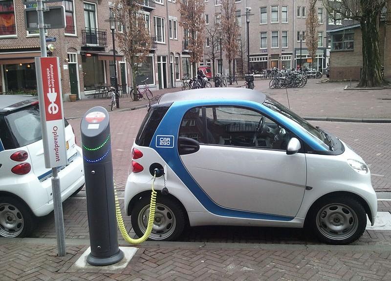 В Нидерландах предложили полностью запретить автомобили с ДВС