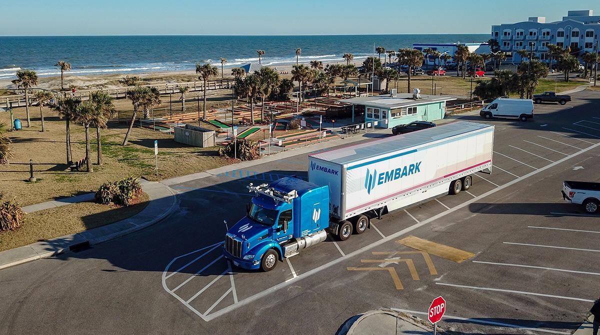 Самоуправляемый грузовик Embark проехал 3 860 км