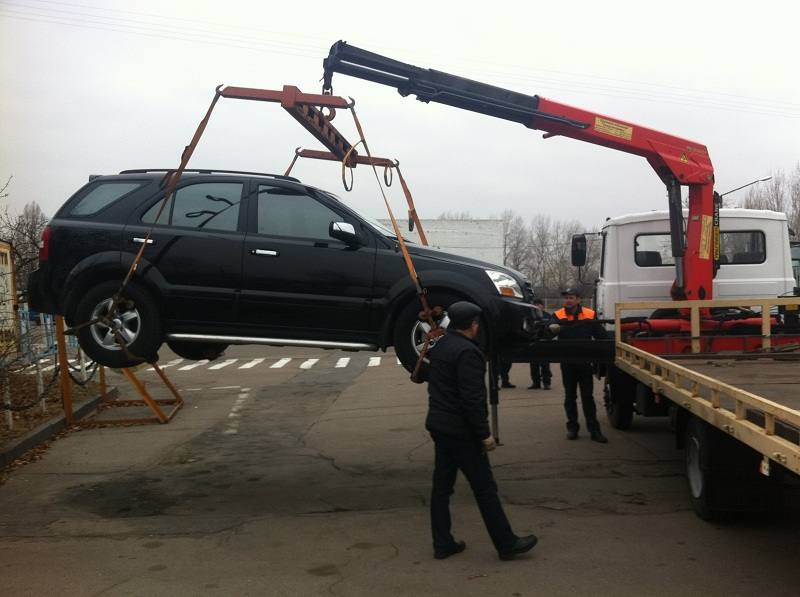 В Киеве ежемесячно составляют до 5 тысяч постановлений за нарушения правил парковки