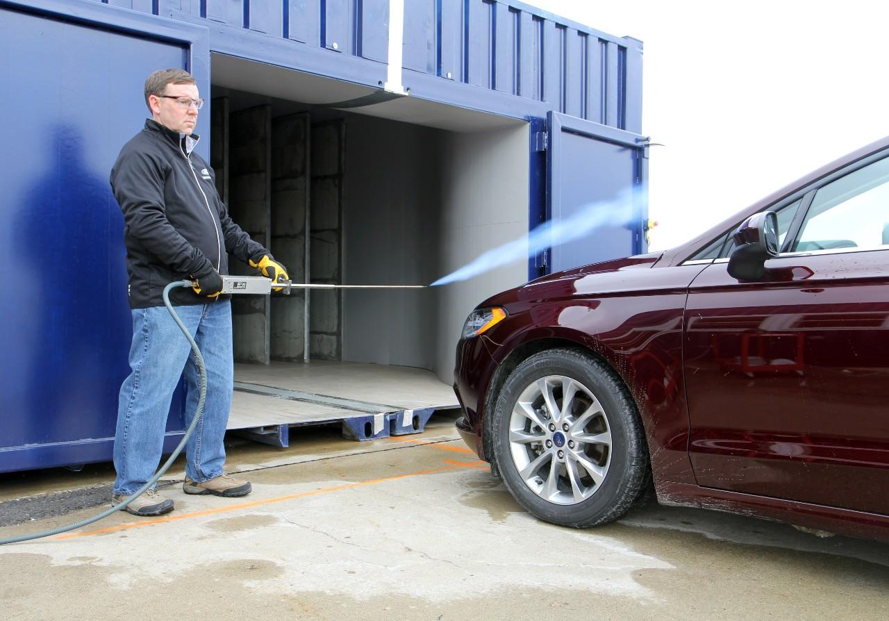 Ford создал аэродинамический туннель из двух контейнеров (видео)