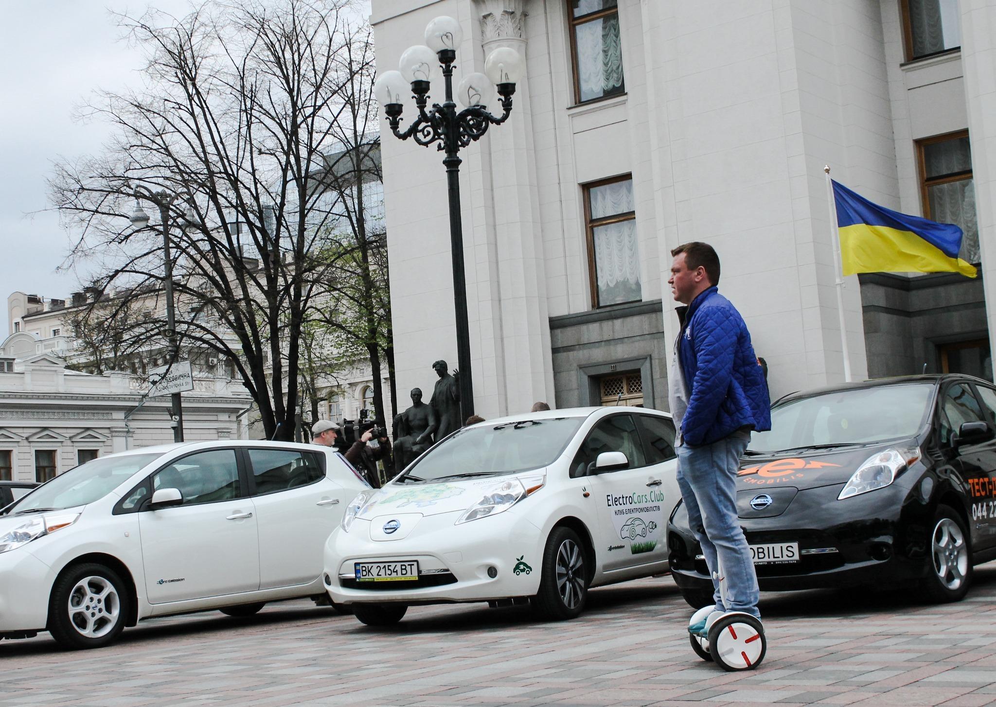 Министр инфраструктуры: стратегию развития электромобилей могут принять в первом полугодии 2018 года