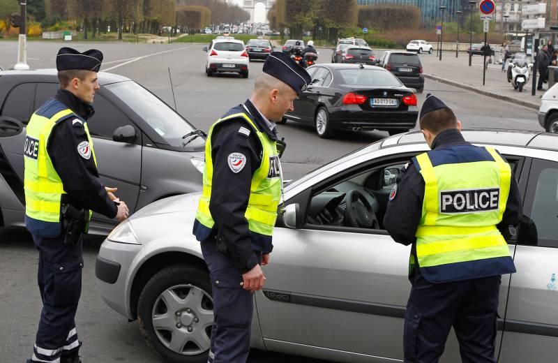 В Париже введут штрафы за езду на старых автомобилях