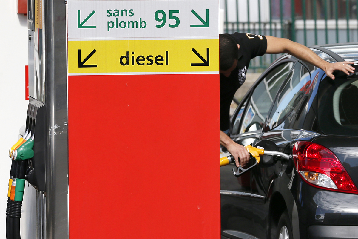 Франция запретит продажу автомобилей с бензиновыми и дизельными моторами