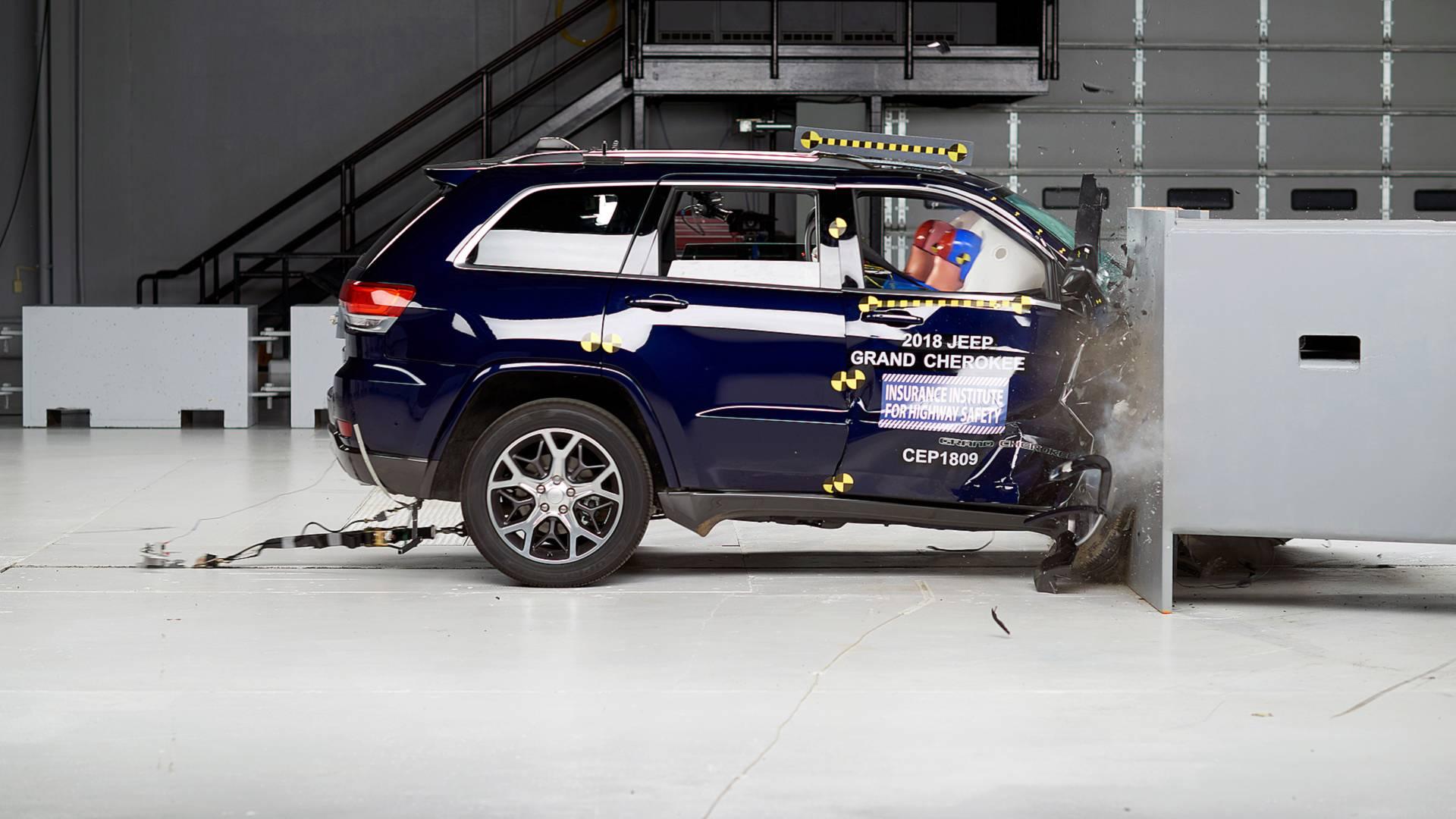 Ford Explorer и Jeep Grand Cherokee провалили краш-тесты с малым перекрытием