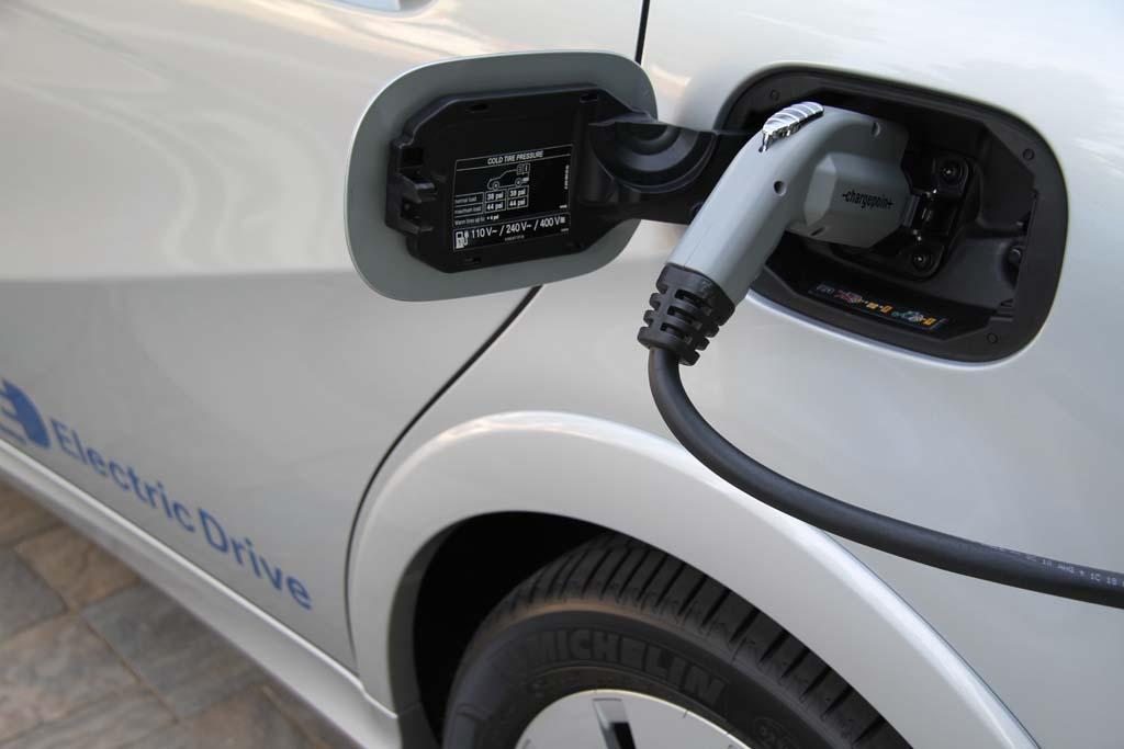 Депутат предлагает добавить в КВЭД услугу зарядки аккумуляторов электромобилей