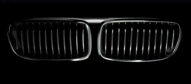 Mercedes-Benz и Porsche подшутили над BMW в поздравлении с юбилеем