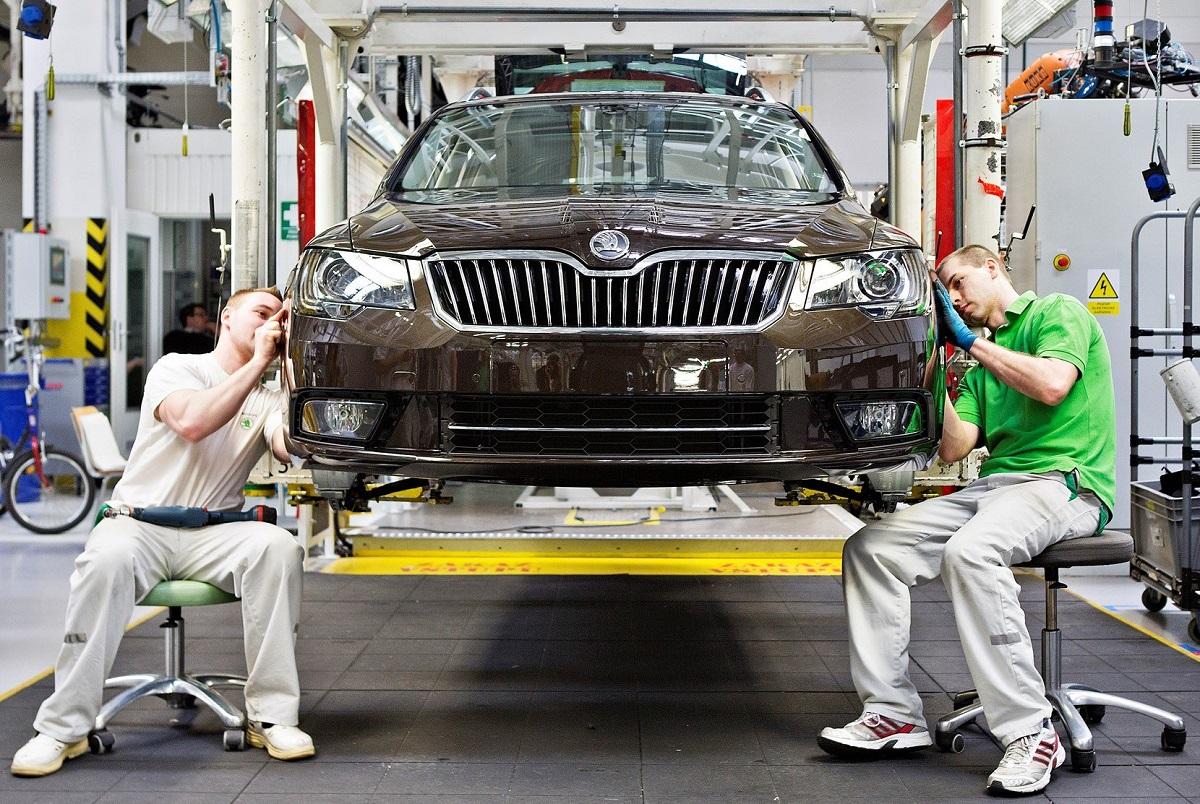 В апреле легковые автомобили выпускал только «Еврокар»