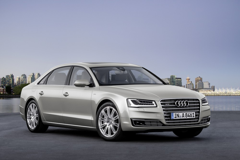 Audi A8 станет длиннее и богаче в пику Maybach
