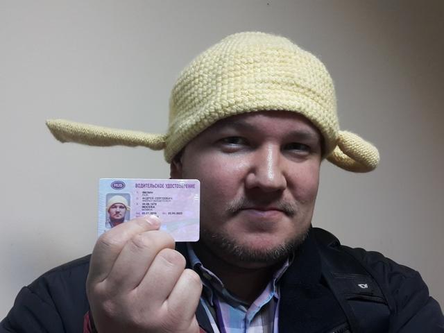 Москвич будет ездить с вязаным дуршлагом на голове из-за религиозных убеждений