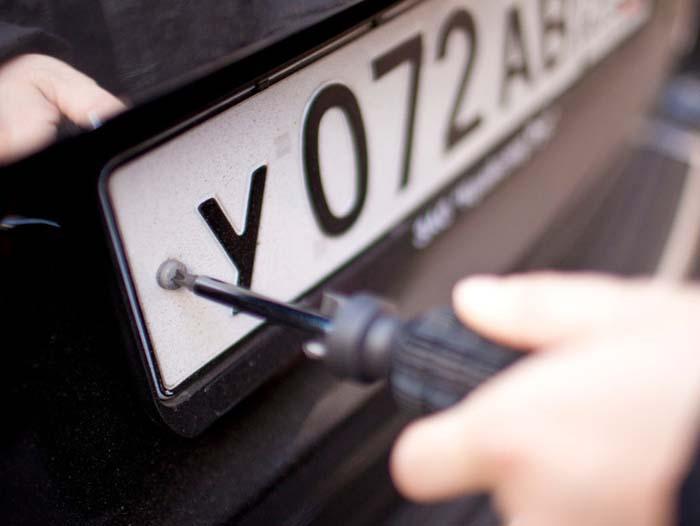 Пограничники обнаружили Range Rover с номерами-трансформерами
