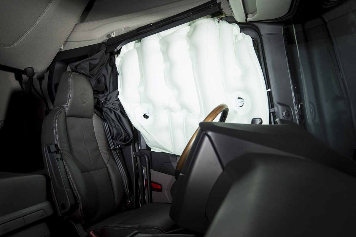 Грузовики Scania получат боковые шторки безопасности