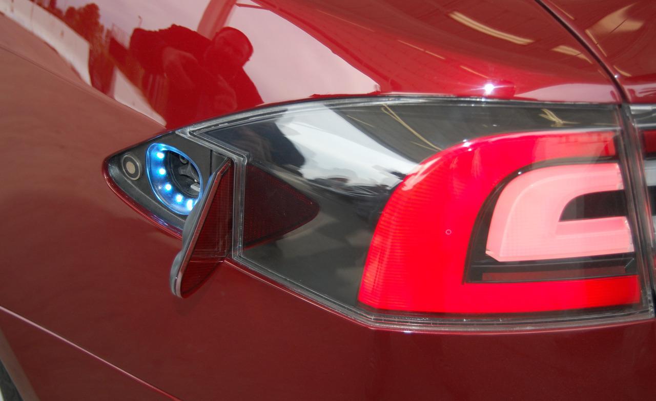 Владелец Tesla нашёл новый сюрприз от производителя (видео)