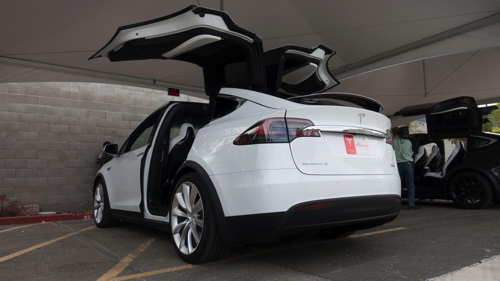 Автопилот Tesla спас жизнь водителю