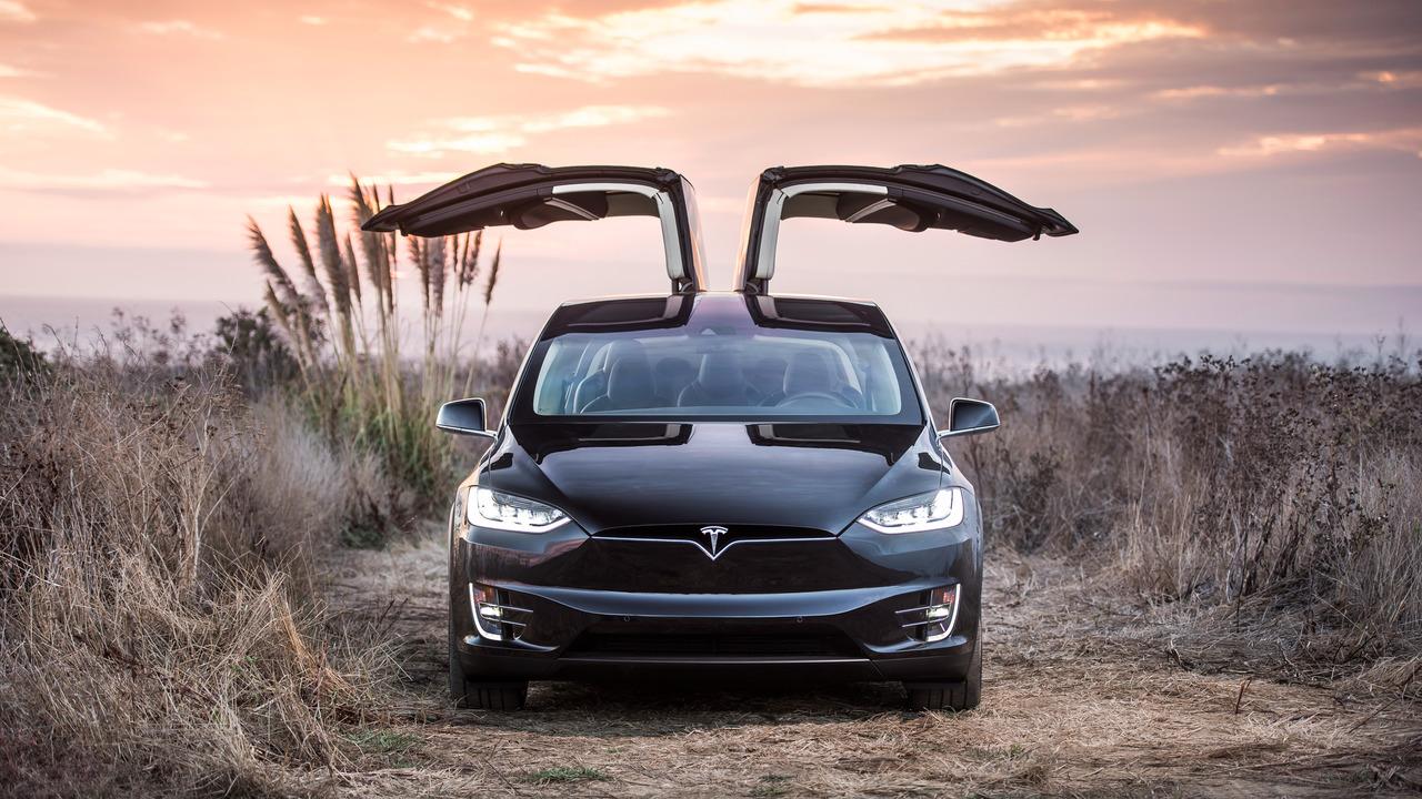 Кроссоверы Tesla Model X отзовут из-за дефекта кресел