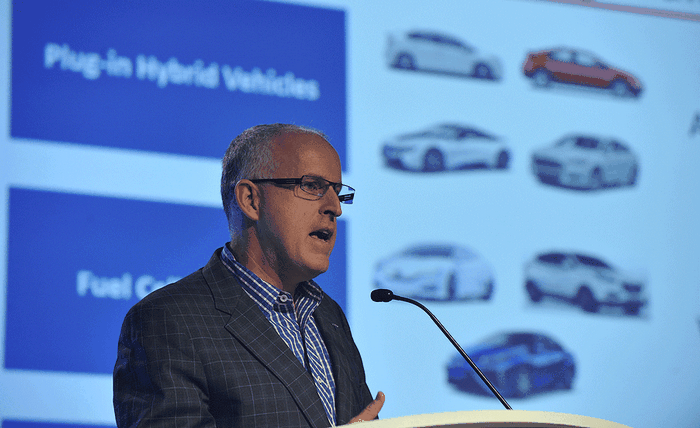 вице-президент Tesla Motors по развитию бизнеса Дирмуд О'Коннелл