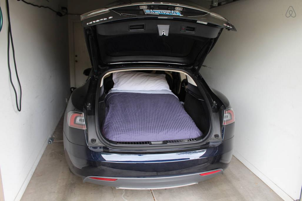 Tesla Hotel S