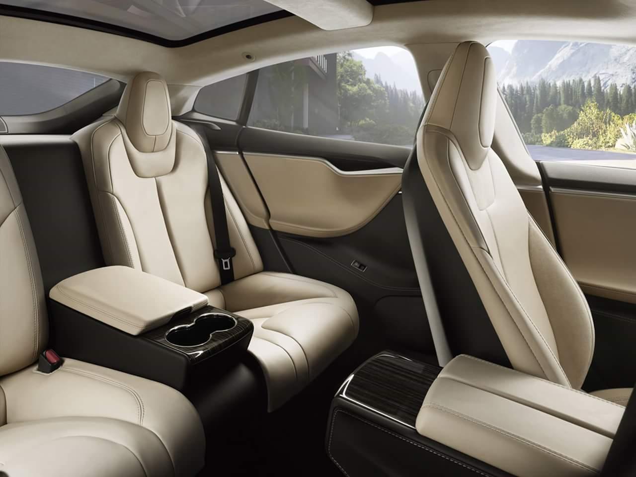 Задние сидения в Model S