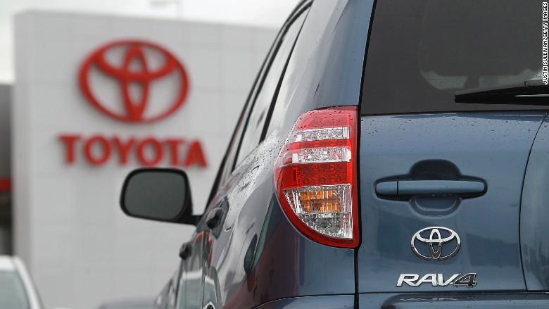 Toyota объявила отзыв 2.87 млн. RAV4 по всему миру