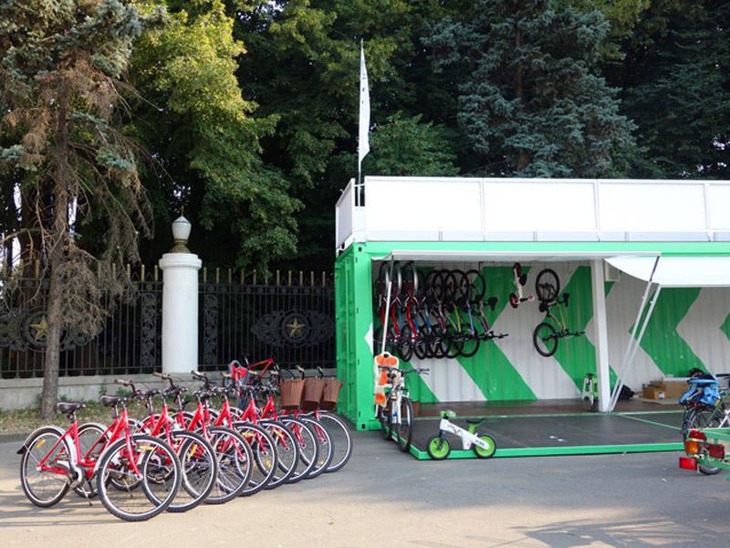 В Киеве появился первый перехватывающий велопаркинг