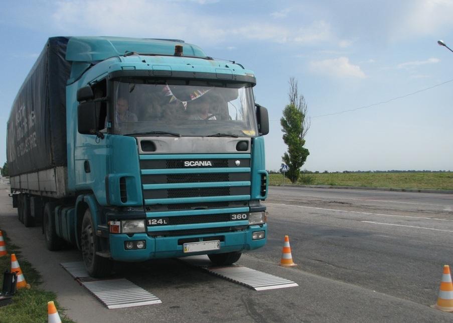 Кабмин предложил сделать дороги платными для грузовиков