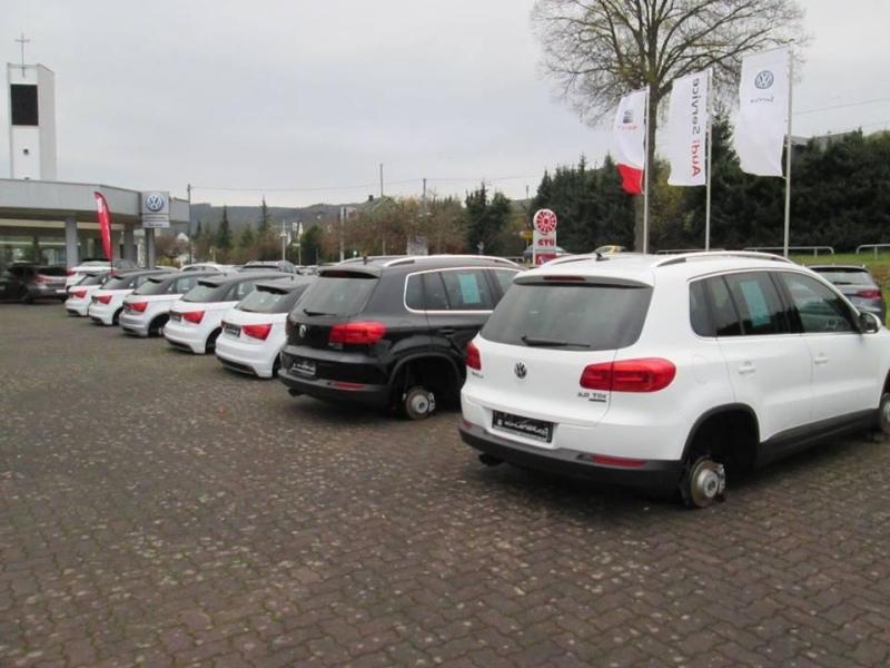 В Германии совершена массовая кража автомобильных колёс Vw_stolen_wheels_01
