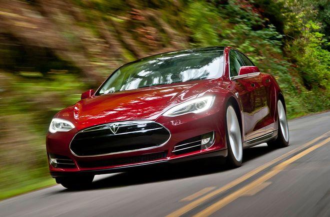 362-сильный электрокар Tesla S проехал 681 км без подзарядки