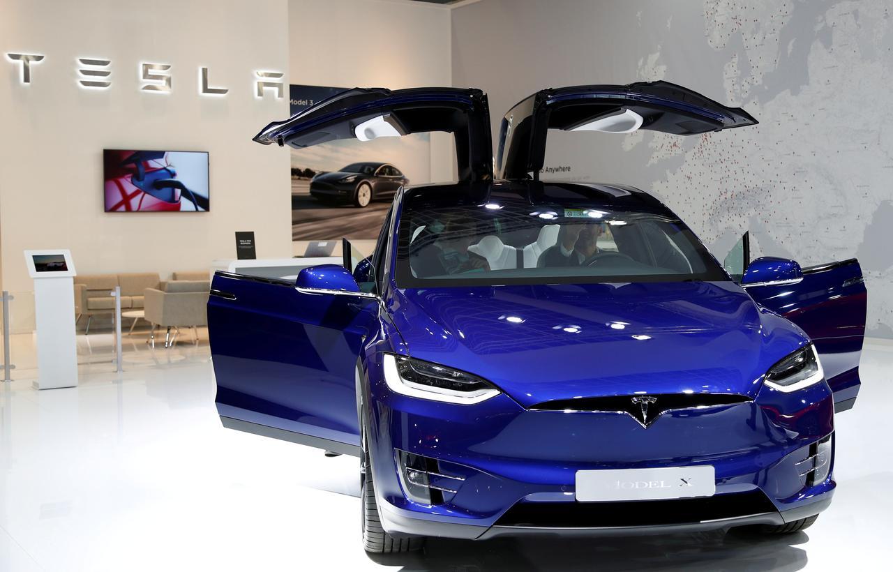 Tesla erinnert sich an 15.000 Frequenzweichen Modell X.