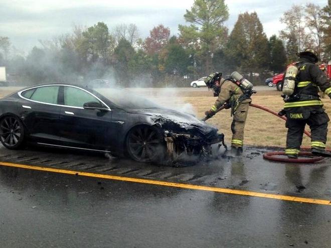 Возгорание Tesla Model S