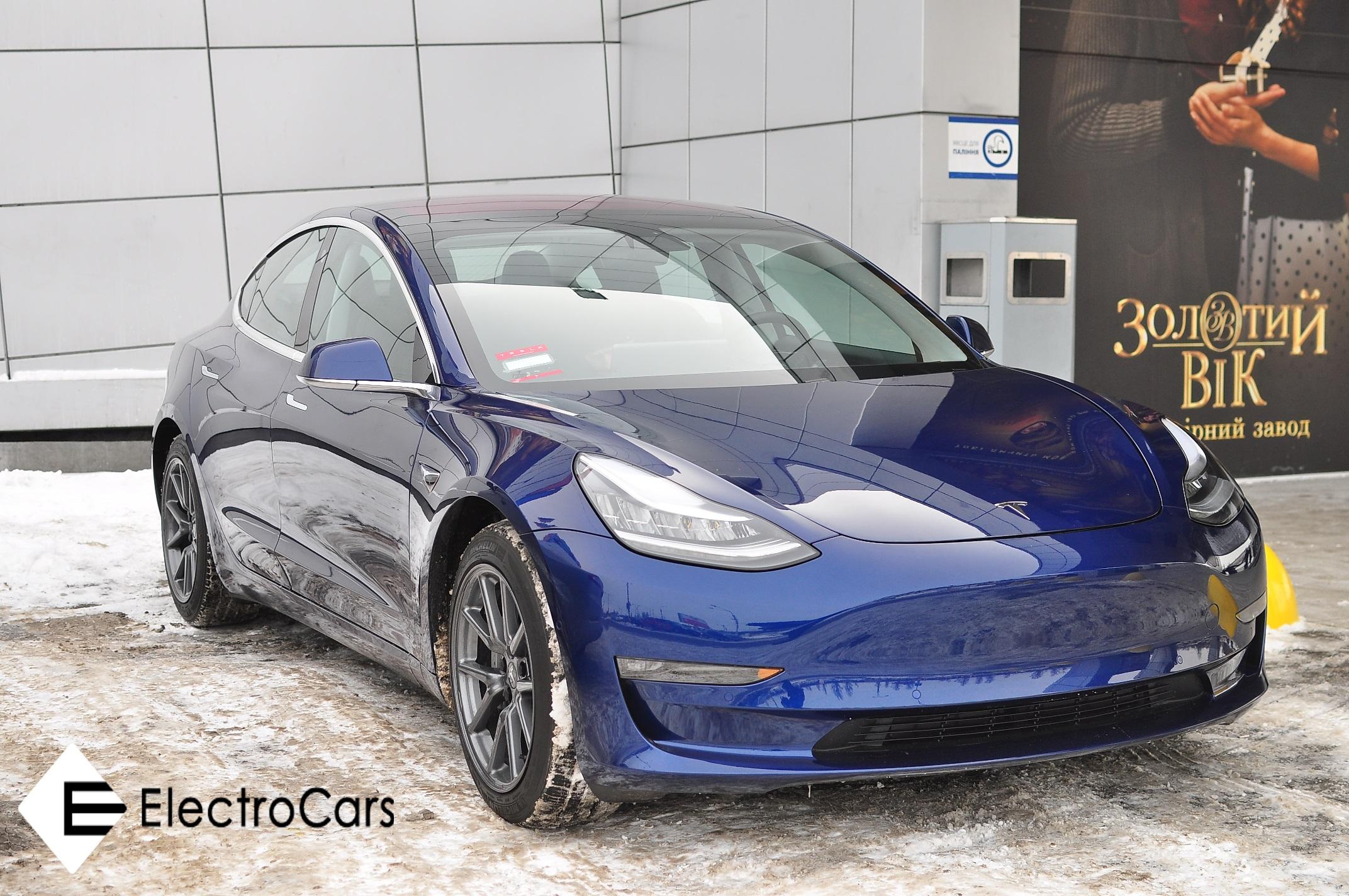 Электрокар Tesla Model 3 впервые появился вУкраине