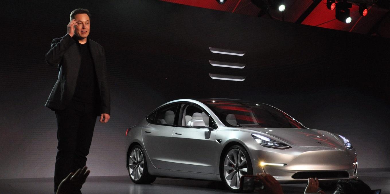 Илон Маск показал предсерийный прототип Model 3
