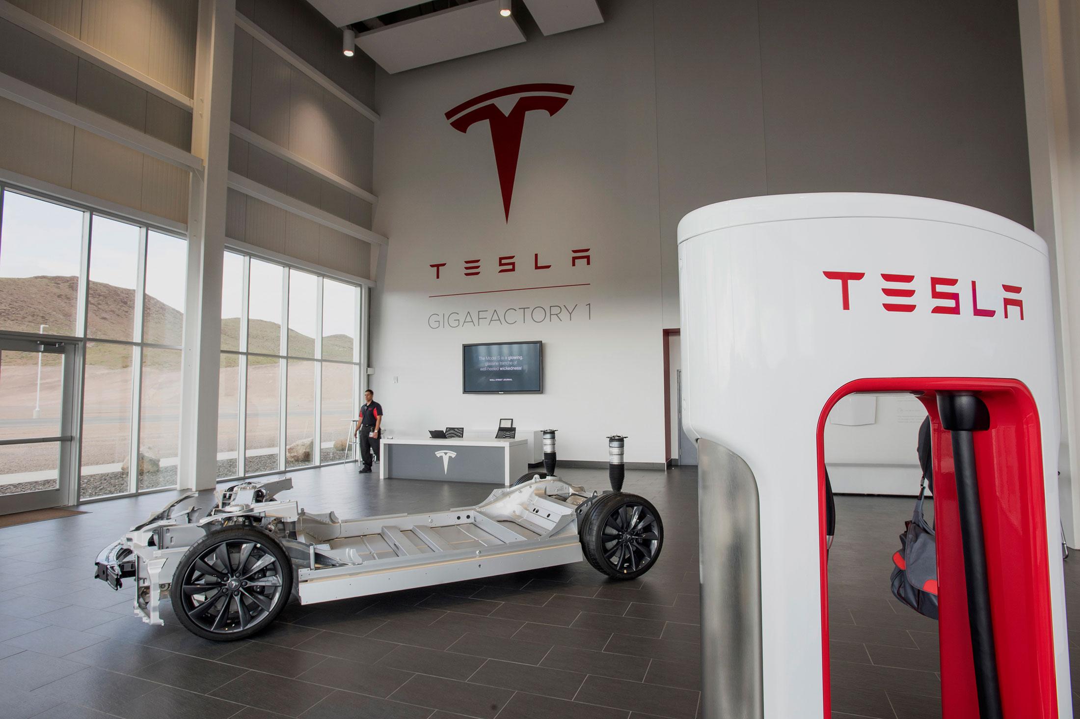 Tesla Motors назвала дату открытия аккумуляторной «Гигафабрики»