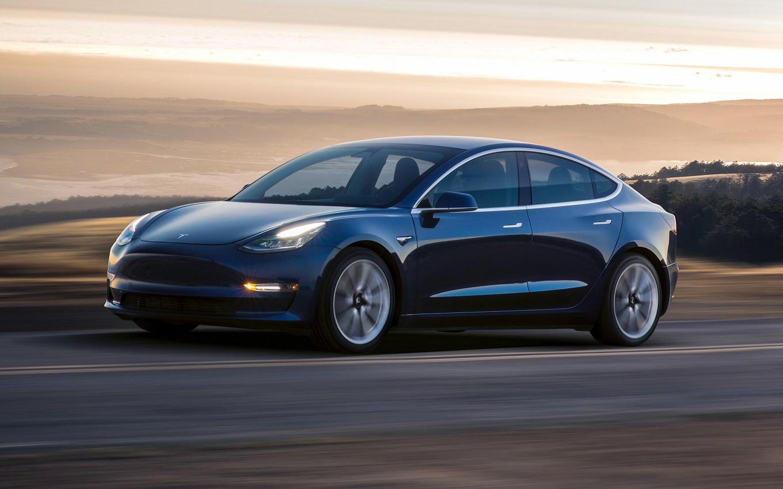 Объявлены комплектации серийного Tesla Model 3. Первые 30 автомобилей уже у заказчиков