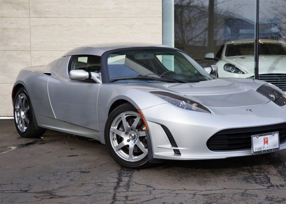 Один из первых Tesla Roadster выставили на продажу за миллион долларов