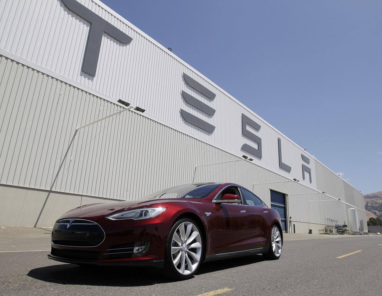 Tesla Motors сменит название