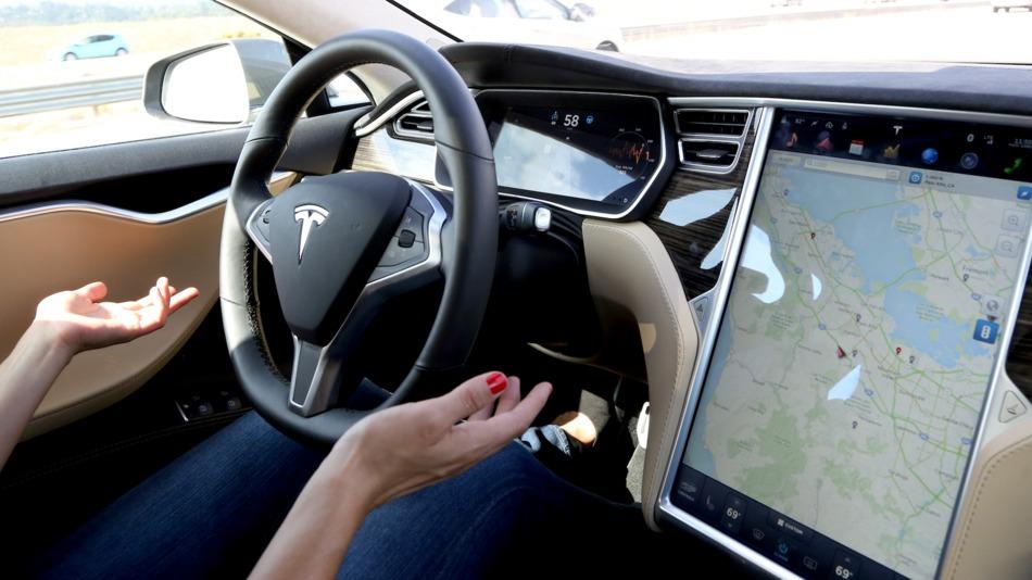 Tesla начала выпускать автомобили с полноценным автопилотом (видео)