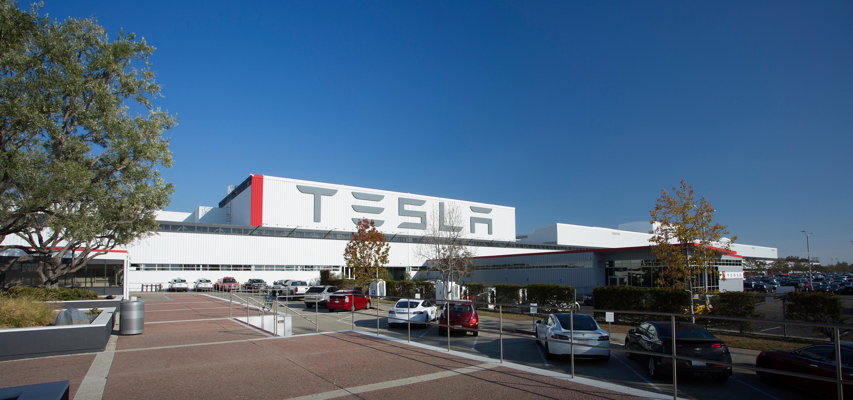 Tesla на неделю остановит производство для подготовки завода к выпуску Model 3