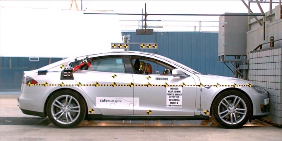 Седан Tesla S прошёл краш-тест (видео)