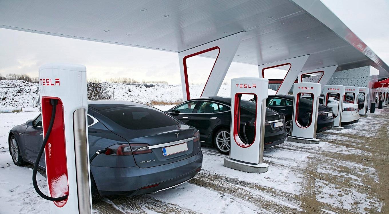 Клиентам Tesla придется покупать электричество на станциях Supercharger