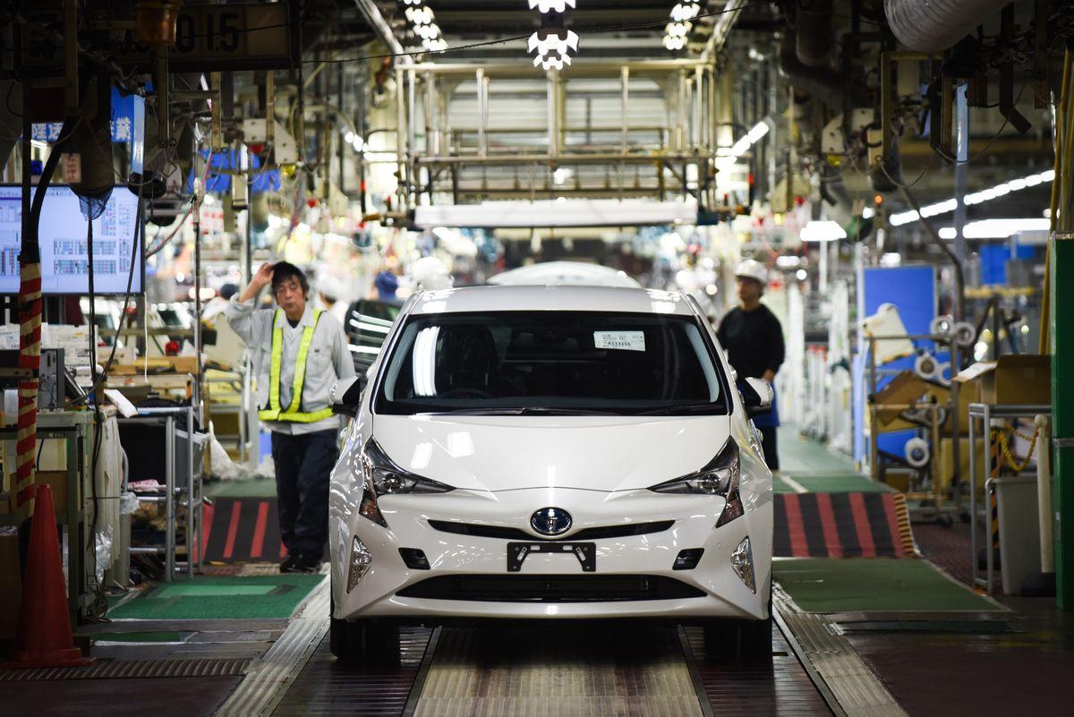 Toyota отзывает более миллиона автомобилей из-за риска возгорания двигателя