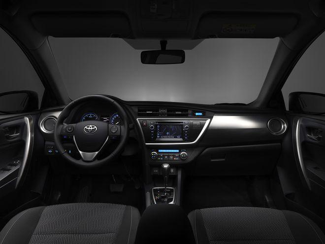 Toyota Auris — интерьер