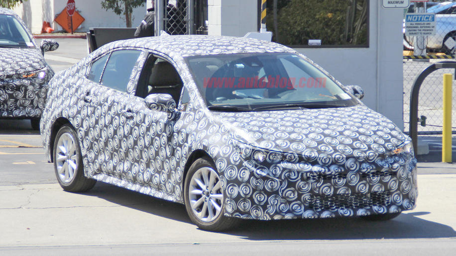 Новый седан Toyota Corolla вывели на тесты
