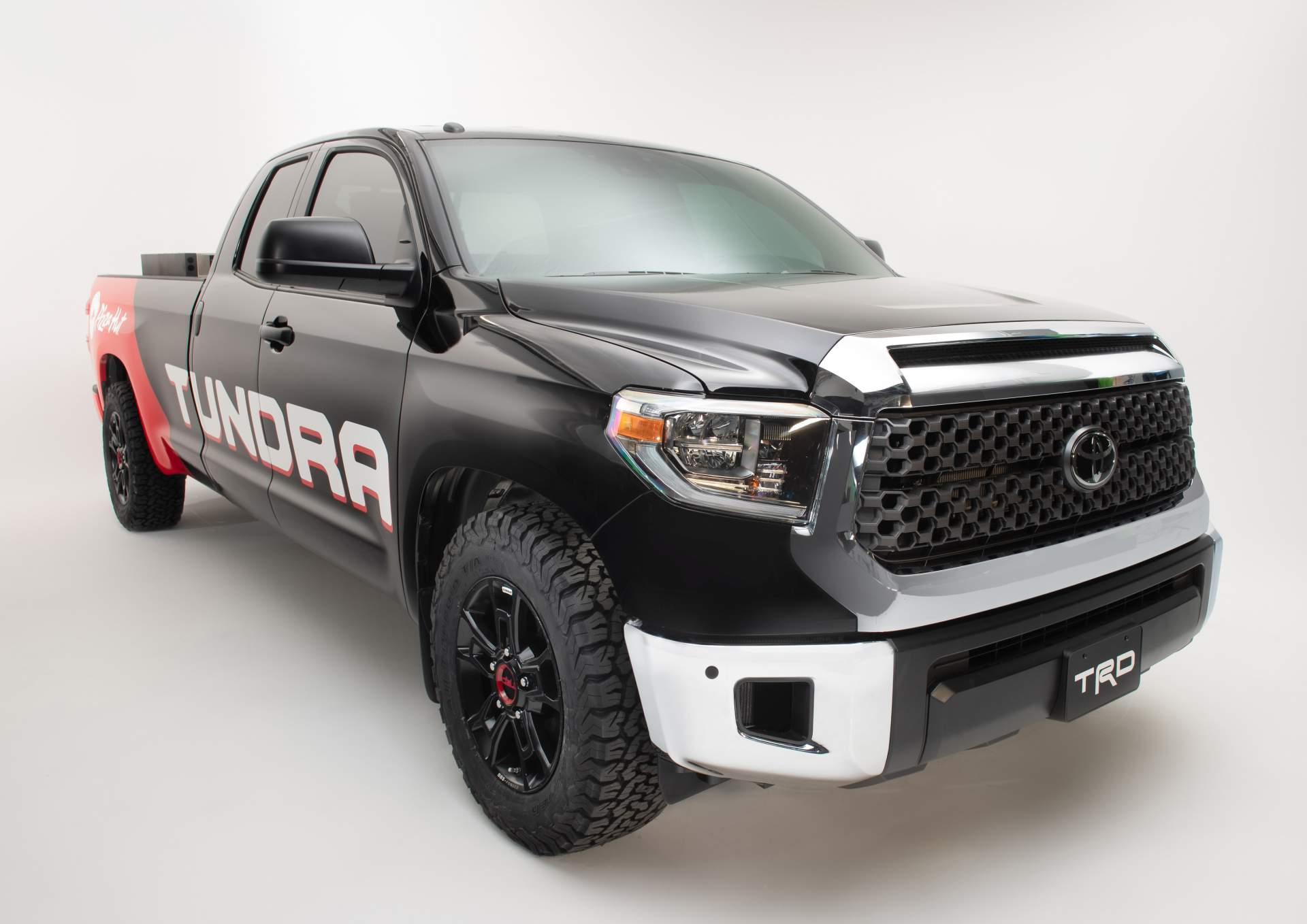 Пикап Toyota Tundra превратили в пиццерию на колесах