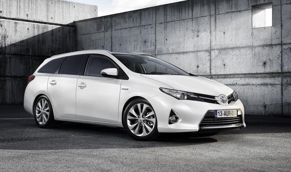 Универсал Toyota Auris Touring Sports