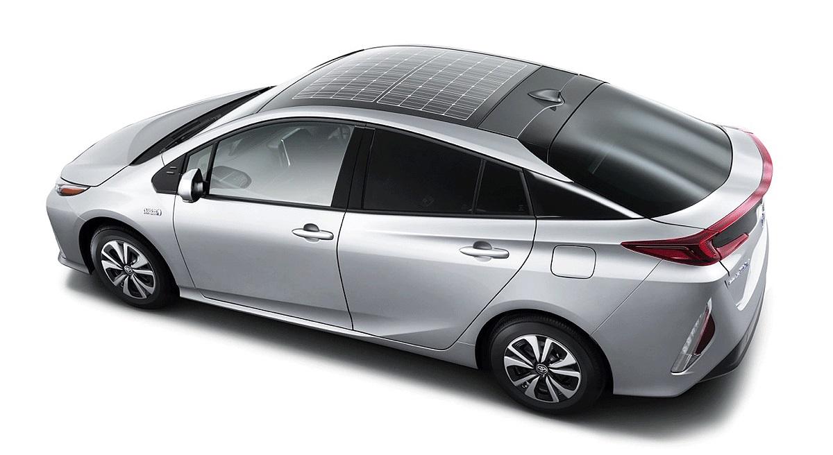 На крышу нового Toyota Prius Prime установили солнечную панель