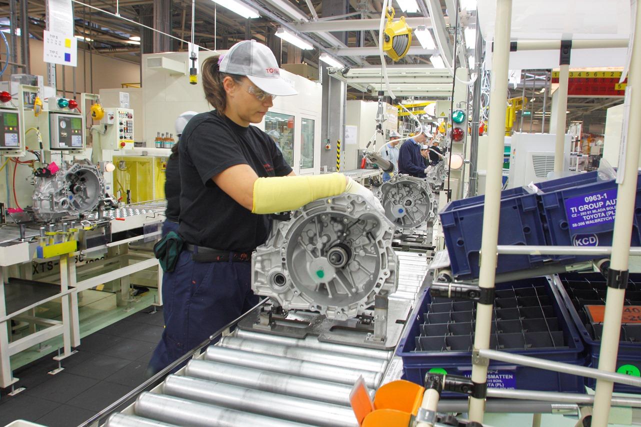 Тоёта будет выпускать гибридные трансэклсы иновые двигатели вПольше