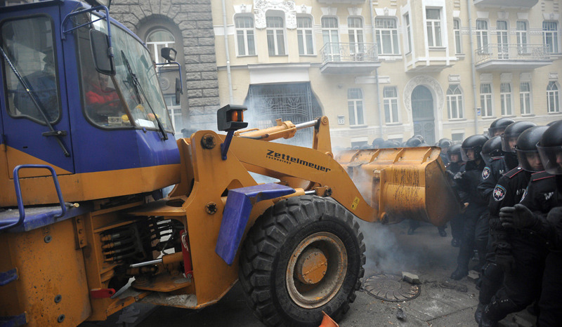 На улицы Киева выезжают автогрейдеры