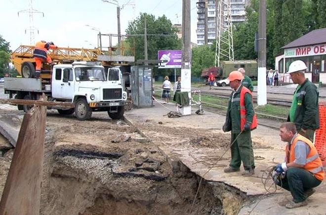 Президент пообещал восстановить городские дороги в 2014 году