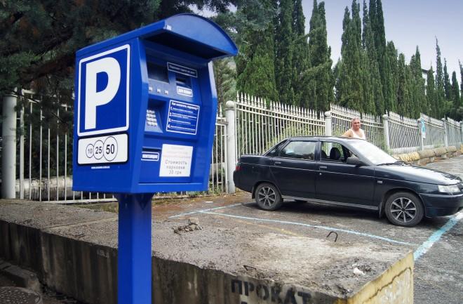 Кабмин запретил парковки юрлицам