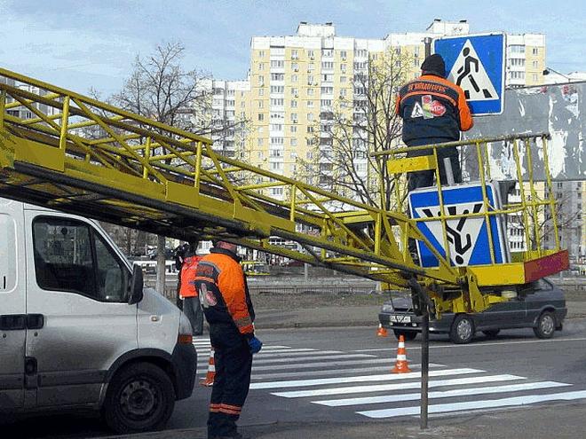Опасные перекрёстки Киева оснастили американскими знаками